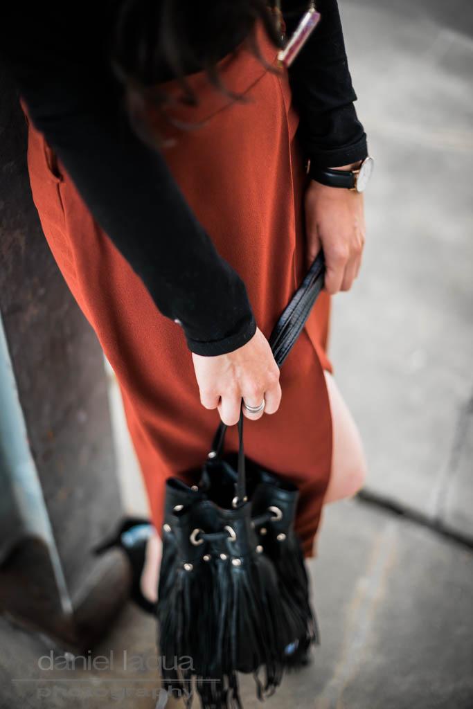 Neue Farben : Outfit im rostroten Wickelrock
