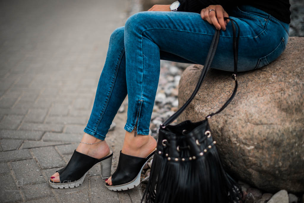 Der Off-Shoulder Trend : Black, Denim & Tamaris Mules