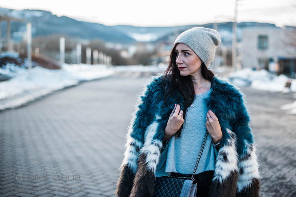 Kleinstadt struggles: Look mit der blau grauen Fake Fur Jacke Julies Dresscode