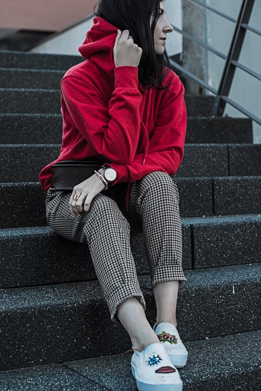 Powerkombi für den Herbst Trendfarbe Rot und Karos Julies Dresscode Fashion Blog