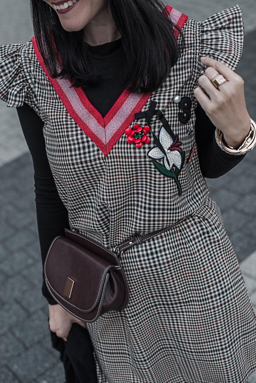 Outfit: Karokleid mit Patches & schwarze Sockpumps Julies Dresscode Fashion Blog