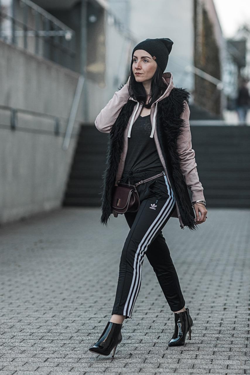 Athleisure Looks wie du sportliche Key Pieces im Alltag trägst Julies Dresscode Fashion Blog