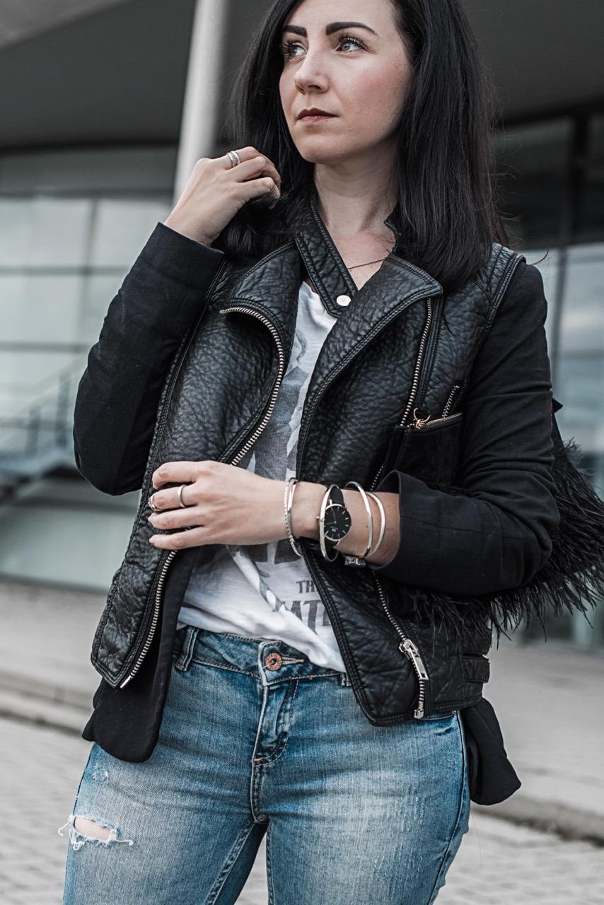 Outfit Weste im Biker Style & Classic Petite von Daniel Wellington Julies Dresscode Fashion Blog
