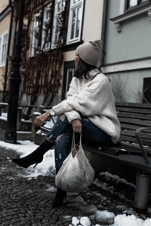 Einfaches Winteroutfit XXL-Strickpullover & Perlenjeans Julies Dresscode Fashion Blog