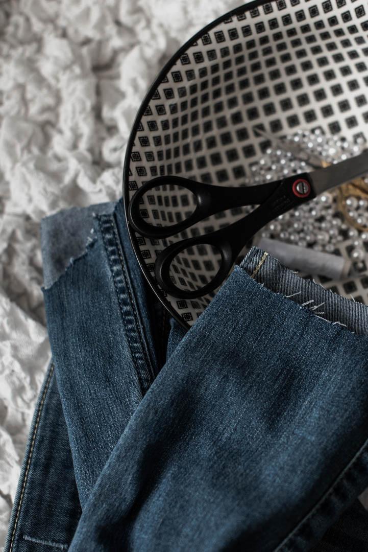 Jeans mit Perlen wie du deine alte Hose aufpeppst Julies Dresscode Fashion Blog