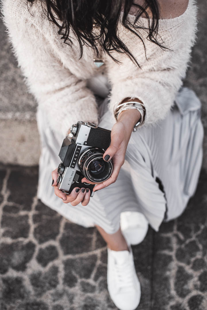 Trend Plisseerock so trägst du Faltenröcke im Alltag Julies Dresscode Fashion Blog