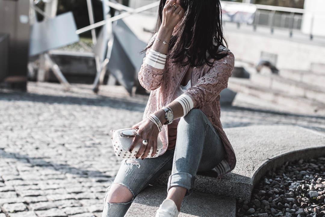 Outfit mit Blouson aus Spitze <br> darum lieben wir den Lace Trend