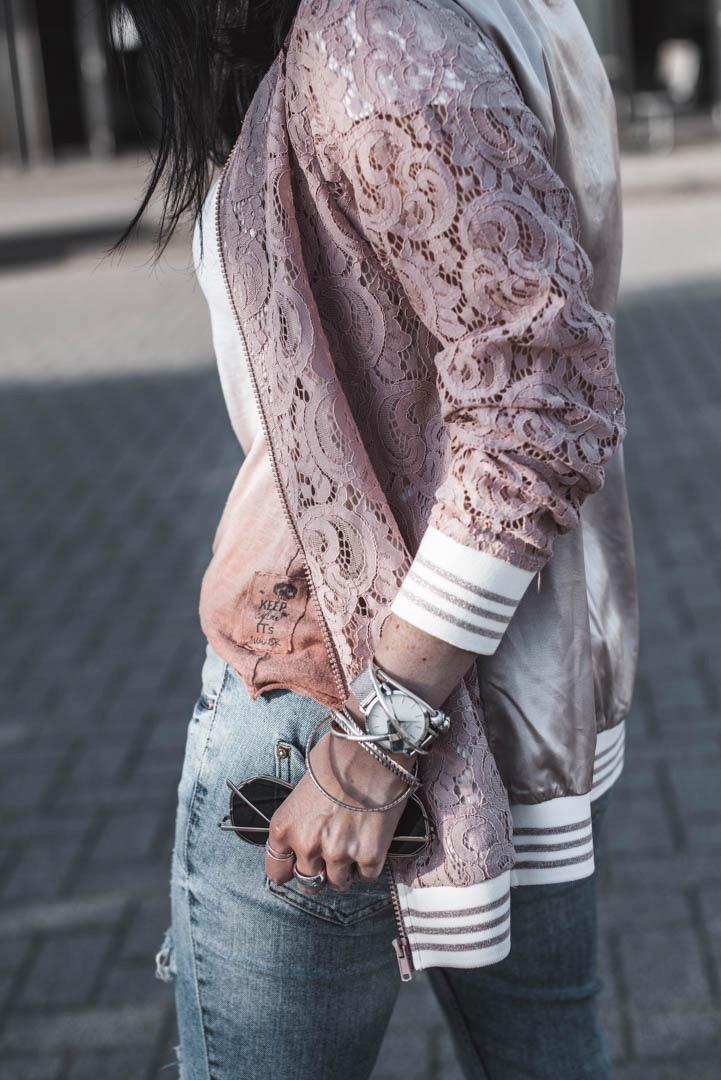 Outfit mit Blouson aus Spitze darum lieben wir den Lace Trend Julies Dresscode Fashion Blog
