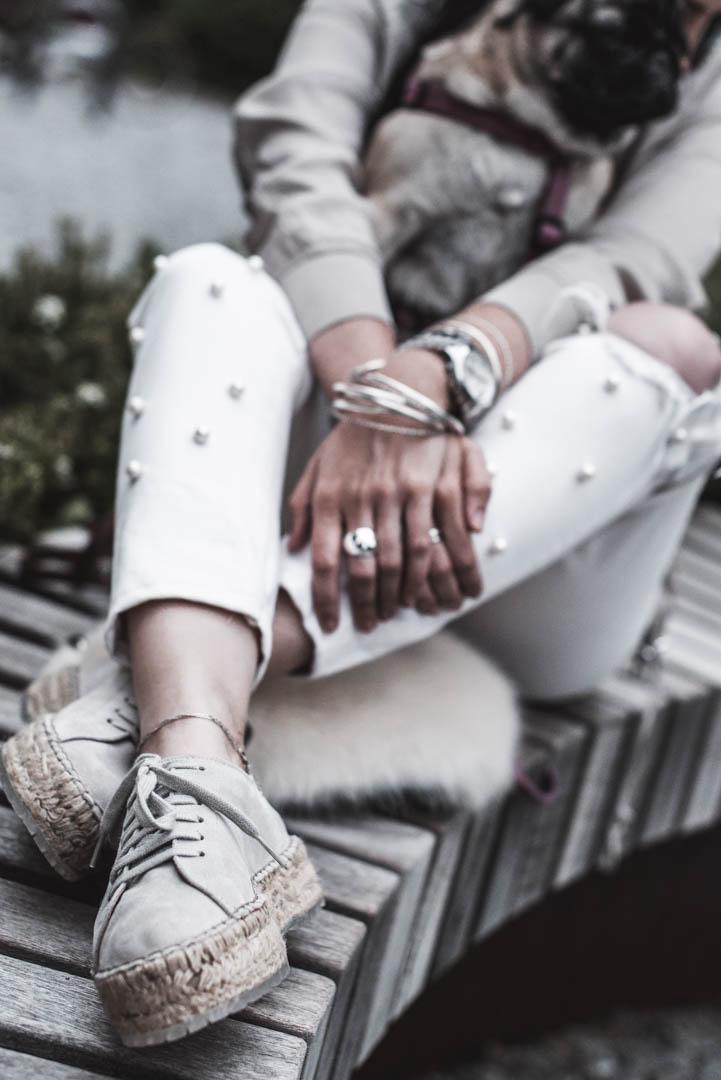 Outfit mit Espadrilles von Shabbies und weißer Perlenjeans Julies Dresscode Fashion Blog
