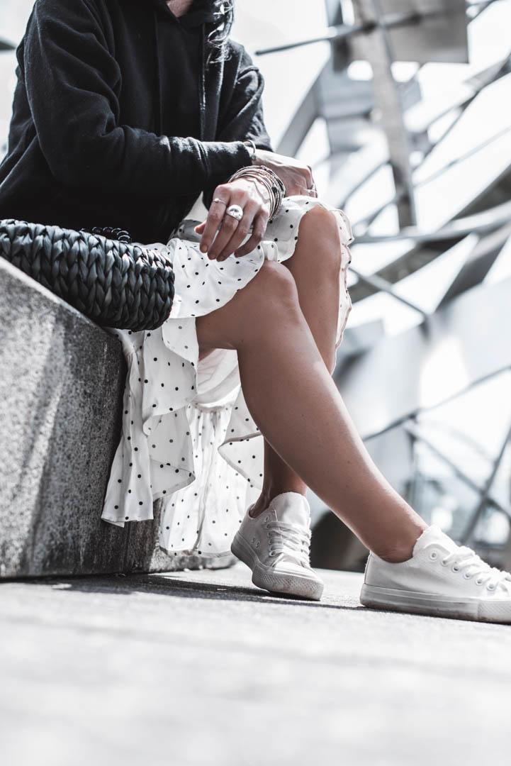 So casual kombiniere ich einen Rüschenrock mit Polka Dots Julies Dresscode Fashion & Lifestyle Blog