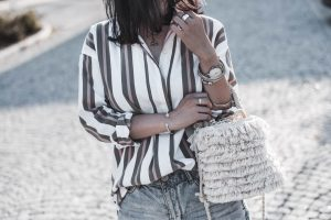 Zeitloser Klassiker - So wollen wir Blusen jetzt tragen Julies Dresscode Fashion & Lifestyle Blog