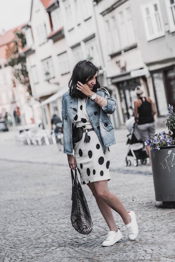 Die besten Sale-Teile und wie wir Sommerkleidung im Herbst tragen Julies Dresscode Fashion & Lifestyle Blog