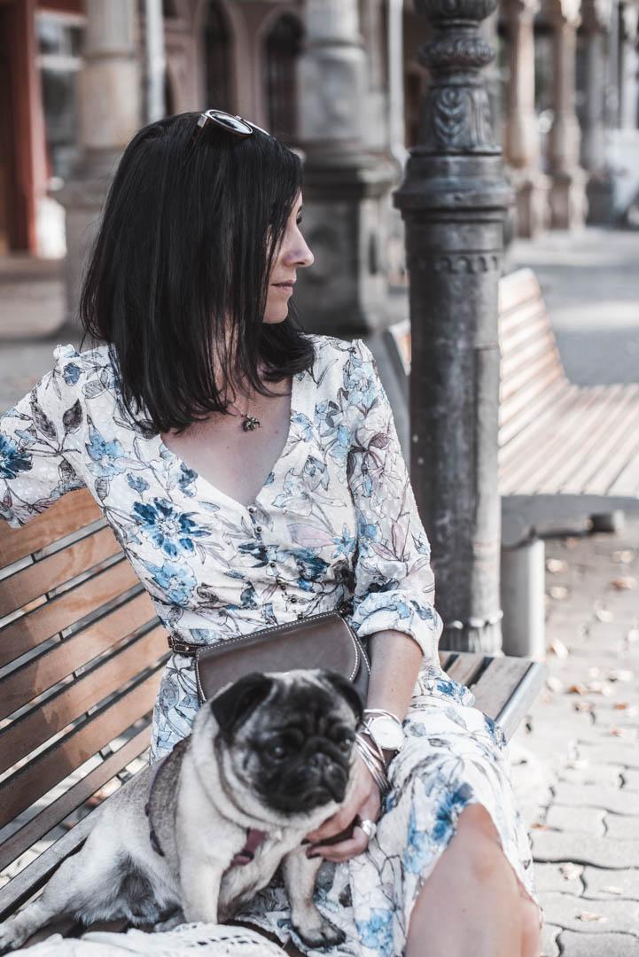In diesem Herbst tragen wir Kleider mit Flowerprints Julies Dresscode Fashion & Lifestyle Blog