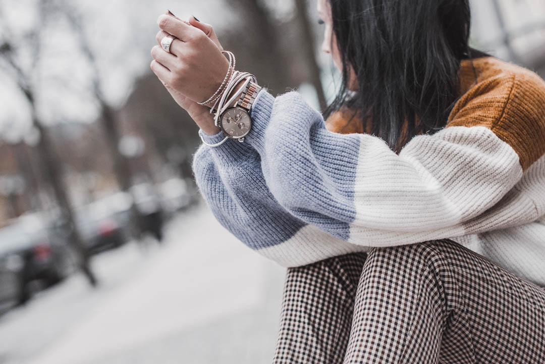 Morgens Zeit sparen : So lernst du deine Kleidung richtig zu kombinieren - Julies Dresscode