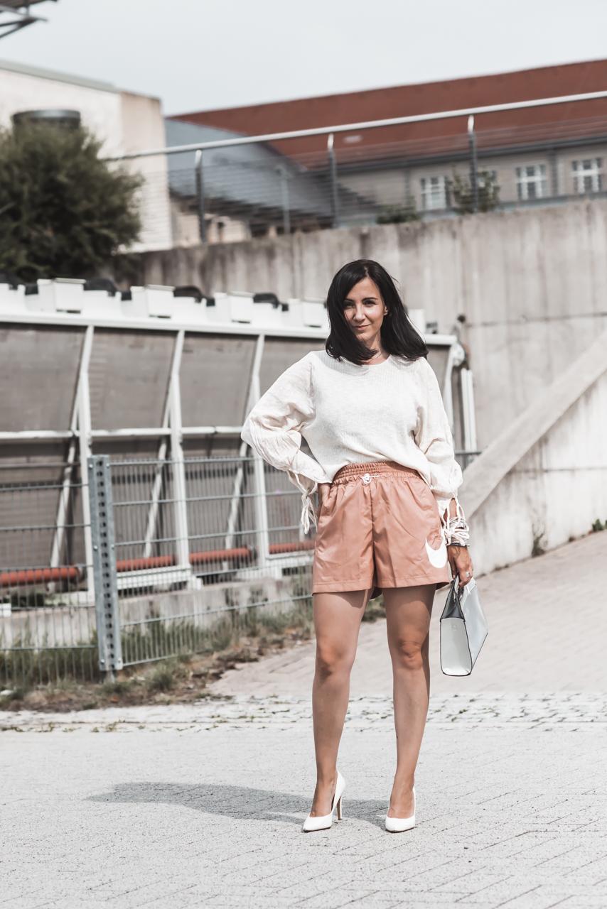Trend watch : wie alltagstauglich ist sind Satin-Shorts? Julies Dresscode Fashion & Lifestyle Blog