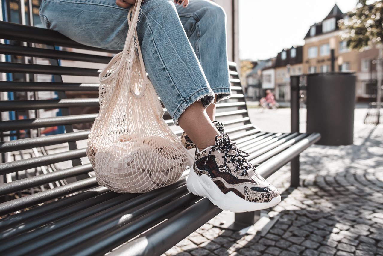 Herbst Favoriten : Chunky Sneaker mit Animal Print & Mom Jeans Julies Dresscode Fashion & Lifestyle Blog