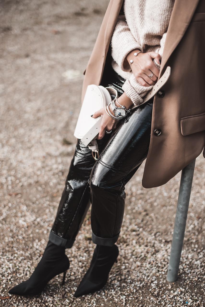So einfach ist es eine Vinylhose zu kombinieren Julies Dresscode Fashion & Lifestyle Blog