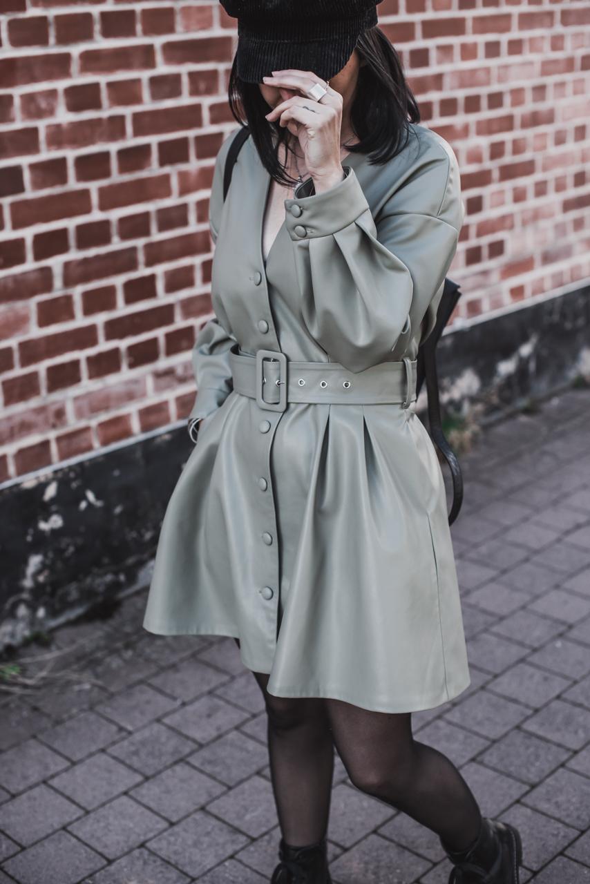 Schluss mit Schwarz : Jetzt tragen wir Farbiges Leder Julies Dresscode Fashion & Lifestyle Blog