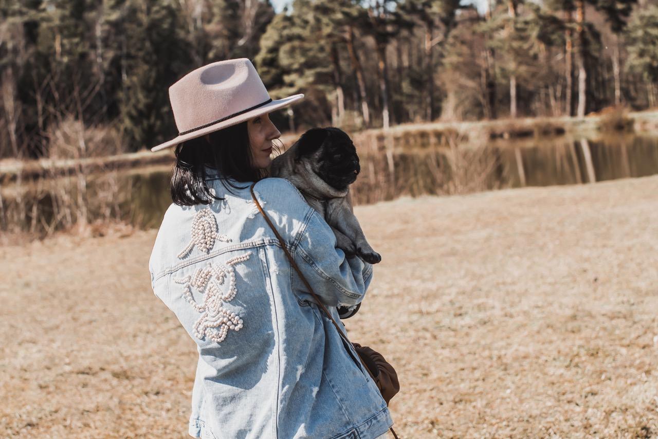 Jeansjacke mit Perlen - Kleidung ganz einfach upcyceln Julies Dresscode Fashion & Lifestyle Blog