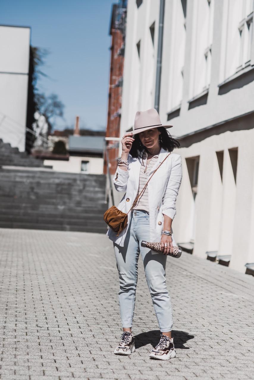 Leinenblazer kombinieren - so tragen wir ihn Julies Dresscode Fashion & Lifestyle Blog