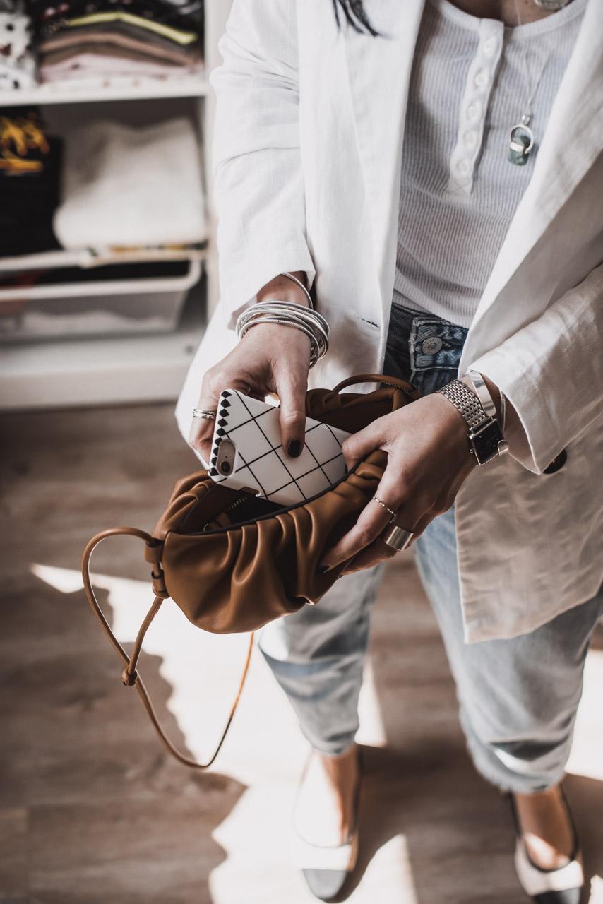 So viel passt in eine Minihandtasche wirklich Julies Dresscode Fashion & Lifestyle Blog