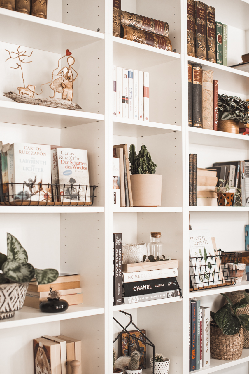 Style the bookshelf - this is how it becomes an eye-catcher Julie's Dresscode Fashion & Lifestyle Blog