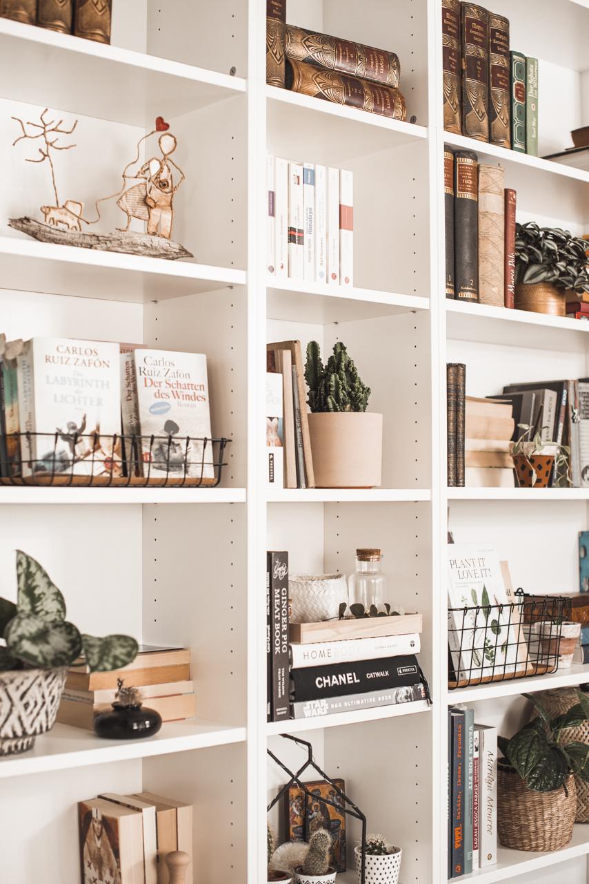 Bücherregal stylen - so wird es zum Hingucker Julies Dresscode Fashion & Lifestyle Blog