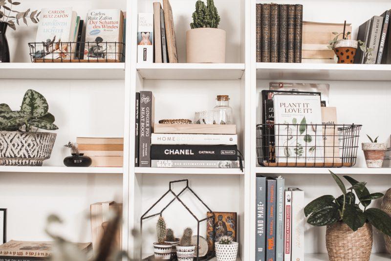 Bücherregal stylen – so wird es zum Hingucker