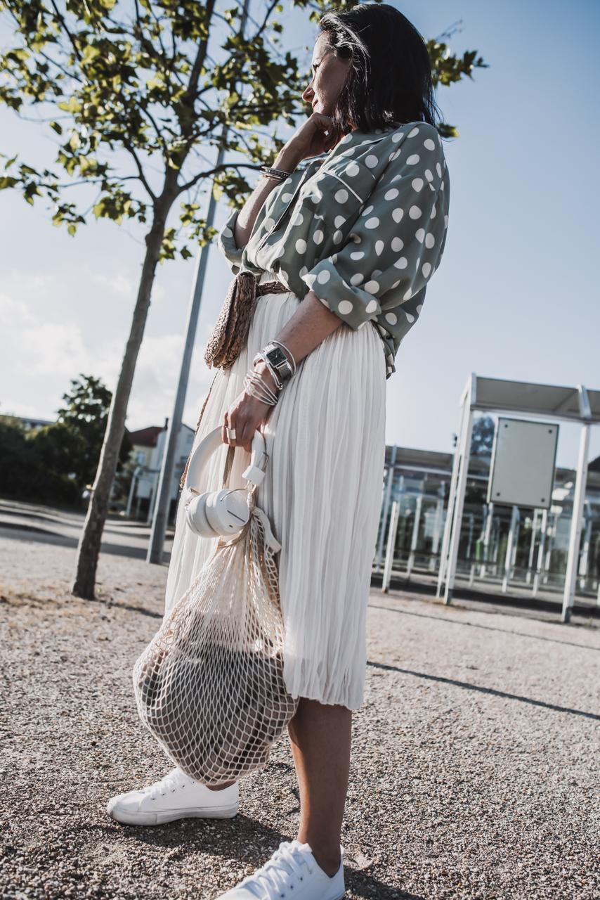 Wie es funktioniert Midiröcke und Blusen zu kombinieren Julies Dresscode Fashion & Lifestyle Blog