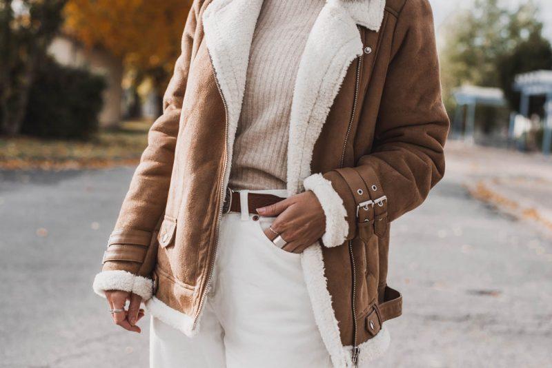 Helle Outfits im Herbst und Winter – so kombinierst du sie richtig